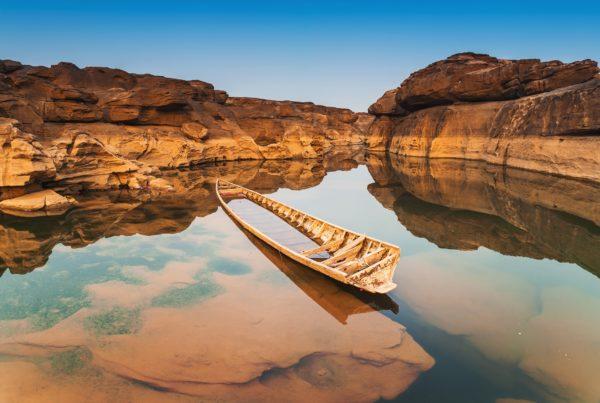 """ท่องเที่ยวไปบนเนินหินพร้อมกับดูแสงอาทิตย์อัสดงได้ที่ """" สามพันโบก """" จังหวัดอุบลราชธานี"""